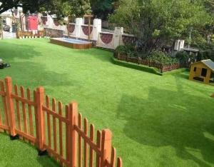 塑胶人工草坪